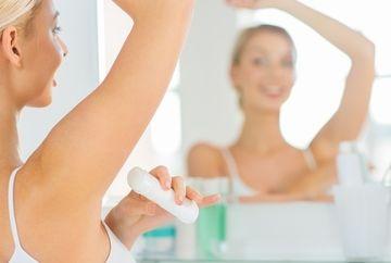 Cat de daunatoare sunt antiperspirantele si deodorantele? Pot provoca boli cumplite