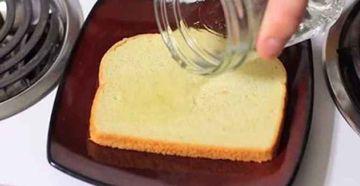 Pune otet pe o felie de paine si las-o in bucatarie. Ce se intampla dupa este un adevarat miracol