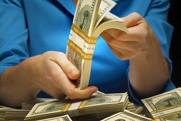 HOROSCOP IUNIE 2018: Intorc banii cu lopata! Ele sunt zodiile care au noroc de bani in aceasta vara
