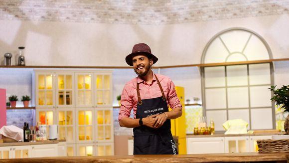 """Chef Foa, prezentatorul de la """"Cine-i Chefu'?"""", recorduri personale in bucatarie! In doar jumatate de ora, Cheful a dezosat 50 de kilograme de pui intreg"""