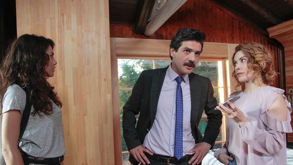 """Disperata sa nu il piarda pe Savas, Derin se aliaza cu Oktay! Afla ce plan vor pune la cale cei doi, in aceasta seara intr-un nou episod din serialul """"Meryem"""", de la ora 20:00, la Kanal D!"""