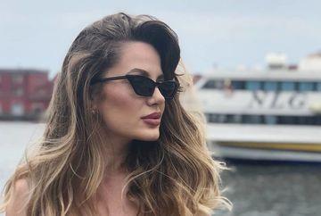 """Doamne, cum s-a fotografiat Silvia, una dintre cele mai voluptoase concurente de la """"Bravo, ai stil!"""" intr-o statie de tramvai din Capitala!  Imaginea care ar fi putut face tramvaiul sa sara de pe sine"""