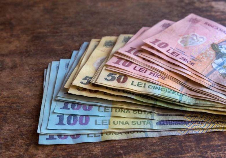 Vesti bune pentru toti salariatii: din 2019 se dau bani mai multi! Uite cat primesti in plus in fiecare luna