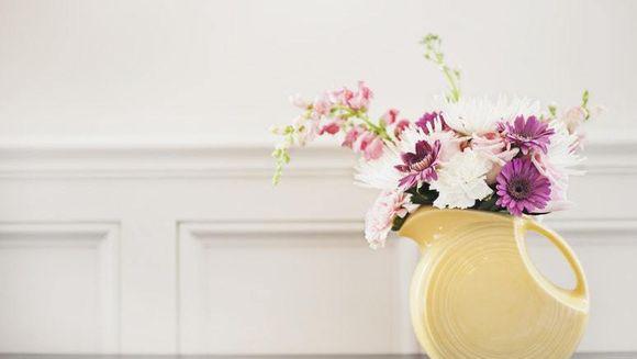 Cum îngrijeşti florile din vază. 7 trucuri eficiente!