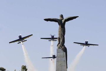 Cerul Bucurestiului, survolat de avioane si elicoptere! Motivul acestei desfasurari de forte