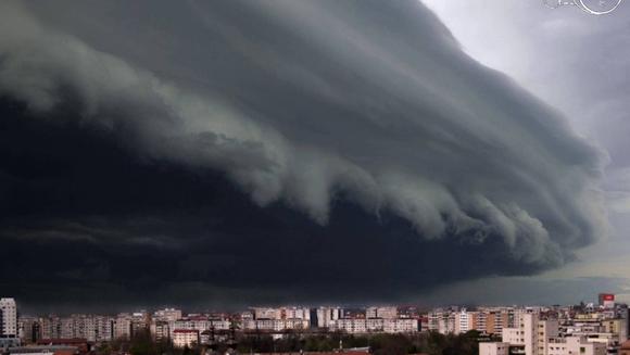 Ce se intampla cu vremea in Romania? Meteorologii au facut anuntul: de ce nu se mai opresc furtunile si ploile! Ce ne asteapta in perioada urmatoare, vestile nu sunt deloc bune