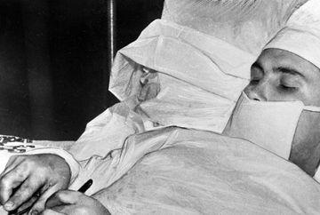 Povestea incredibila a unui doctor chirurg, care s-a operat singur de apendicita! Iata detaliile cutremuratoare care au socat o lume intreaga!