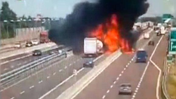Accident socant pe autostrada: o cisterna incarcata cu GPL a explodat! Numarul victimelor este urias, e situatie de criza