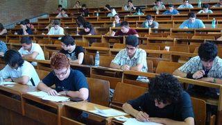 S-a dat lege: daca esti student primesti bani indiferent de facultatea pe care o faci! Uite cat poti incasa lunar, din 18 august e obligatoriu