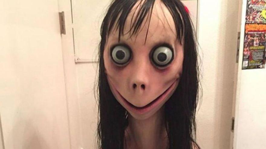 "Dupa ""Balena Albastra"", un nou joc face ravagii printre adolescenti! Ce a patit o fetita care a contactat-o pe MOMO pe WhatsApp"
