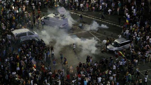 Anunt socant: gazele folosite de Jandarmerie au efecte cancerigene! La ce trebuie sa fie atenti cei care au fost la protestul din Piata Victoriei pe 10 august