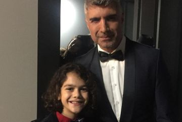 """Emir (fiul lui Faruk din """"Mireasa din Istanbul""""), pustiul care a cucerit publicul cu talentul sau deosebit la doar zece ani! Iata ce relatie speciala are micutul actor Haktan Artun Kasapoglu cu parintii sai si cum isi petrec impreuna cele mai frumoase mom"""
