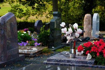 Alegerea firmei funerare potrivite – ce criterii trebuie sa bifezi