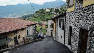 Satul din Romania in care oamenii nu isi incuie casele si masinile si lasa pungi cu bani agatate de gard! Unde este localitatea in care nu se fura nimic