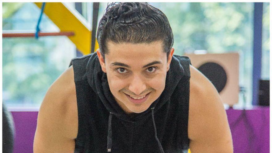 Alexander Florescu, antrenorul vedetelor si specialistul Kfetele.ro pe FITNESS, te invata cum sa ai brate tonifiate prin cateva exercitii usoare
