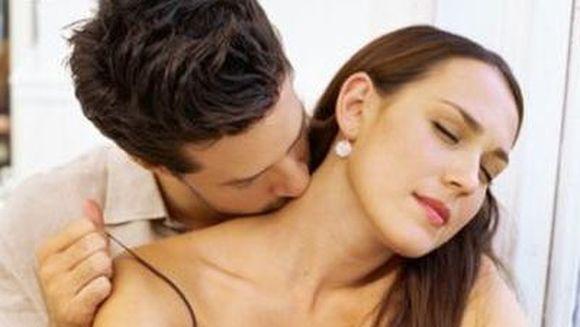 Pe culmile placerii: 10 lucruri care le innebunesc pe femei in dormitor spuse chiar de ele