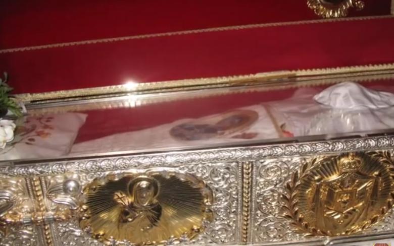 [Video] Blestemul Moastelor Sf. Parascheva. Ce pot pati cei care ajung la racla sfanta
