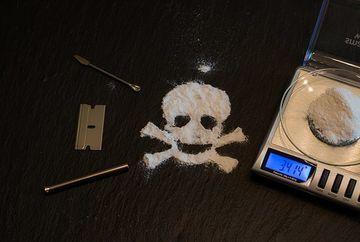 Alarmant! Tinerii consuma droguri la varste din ce in ce mai fragede. Specialist: Se gasesc prea usor!