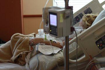 E STRIGATOR LA CER! Ce faceau asistentele in timp ce pacientii asteaptau ajutor!