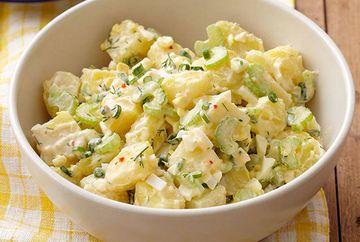 Cea mai buna salata de cartofi din lume. Reteta pe care nicio gospodina nu trebuie sa o rateze