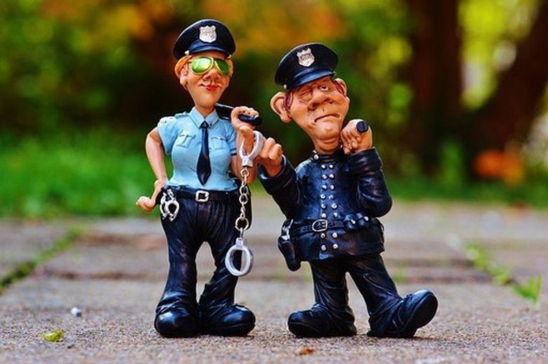 Cele mai AMUZANTE bancuri cu politisti! Te vor face sa razi copios