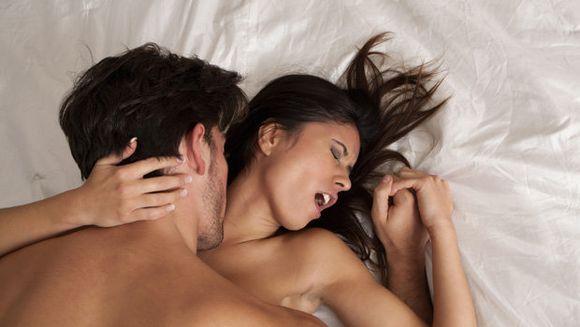 Multe femei nu stiu acest lucru! Ce observa intotdeauna barbatii la femei in timpul unei partide de amor: detaliul la care se uita mereu
