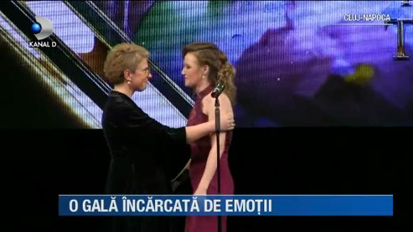 Emotii mari pentru vedetele Kanal D! Ilinca Vandici, Victor Slav si Catalin Cazacu au prezentat Gala Premiilor Media de Excelenta in Romania