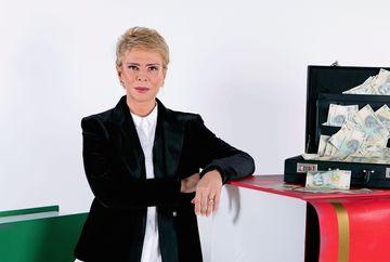 """Ce a facut Teo Trandafir, prezentatoarea concursului """"Vrei sa fii milionar?"""", cu primii bani castigati! Luni, 5 noiembrie, la 23:00, telespectatorii o pot vedea pe Teo Trandafir intr-o noua ipostaza, fata in fata cu potentiali milionari ai Romaniei"""