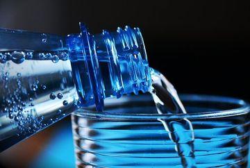 Apa minerala este mai periculoasa decat am fi crezut! Care este parerea medicilor