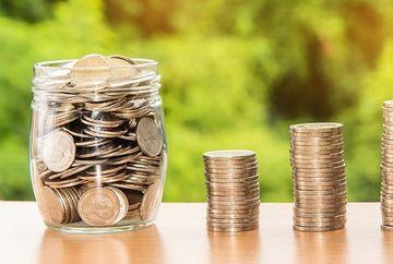 Vesti bune! Milioane de romani pot primi al 13-lea salariu. Cine sunt beneficiarii