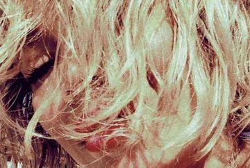 [Foto] Cum arata Gina Pistol dimineata, la trezire. Celebra blondina este INCREDIBIL de APETISANTA!