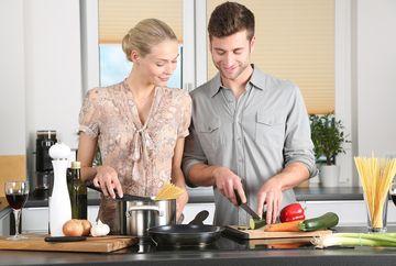 Vrei să găteşti repede şi bine? Atunci trebuie să alegi mobila de bucătărie potrivită!