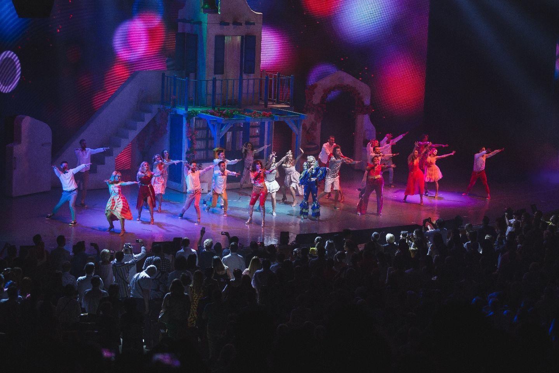 """Pe 23 şi 28 decembrie, la Craiova şi la Bucureşti, musicalul """"MAMMA MIA!"""" oferă cea mai frumoasă ocazie pentru un cadou inspirat de sărbători"""