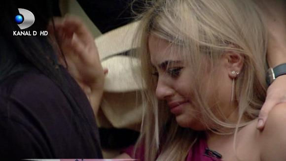 "Raluca Marina, cu ochii in lacrimi! S-a suparat pentru ca Rafaela, prietena ei, l-a ales pe Daniel? Iata ce reactii s-au starnit in casa ""Puterea dragostei""!"