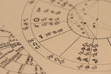 """Craciunul si sfarsitul de an, conform previziunilor facute de astrologul Ioan Burculet! """"Evitati locurile aglomerate!"""" DEZVALUIRI"""