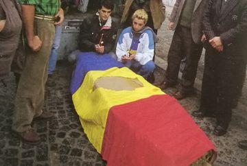 Sa nu uitam! 29 de ani de la Revolutie. Imagini-document: In Bucuresti si Timisoara libertatea a avut gust de sange