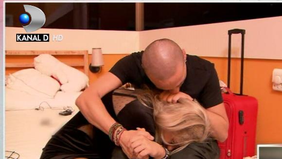 Imagini in premiera! Iata care au fost primele reactii ale concurentilor imediat dupa plecarea lui Daniel din emisiune! Unii si-au manifestat tristetea mai mult, altii mai putin!
