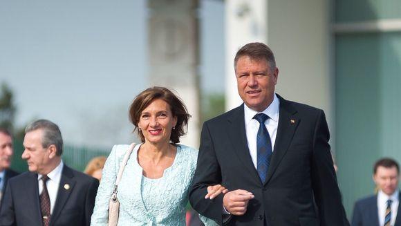 Cati bani castiga in fiecare luna Carmen Iohannis, sotia presedintelui Klaus Iohannis: suma este surprinzatoare