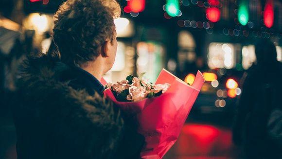 De ce sa oferim flori de Sf. Valentin si nu alte cadouri? Ce spun studiile