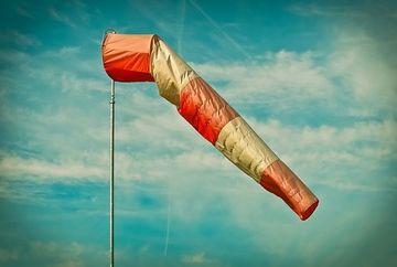 Alerta meteo! Cod galben de vant puternic in urmatoarele ore. Ce judete sunt vizate