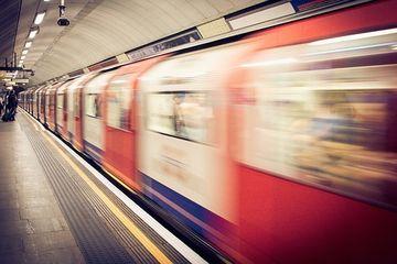 Accident la metrou! Doua vagoane au srait de pe sine