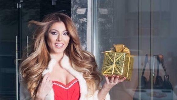 Ilinca Vandici face senzatie intr-o rochie rosie! Vezi imagini de la sedinta foto!
