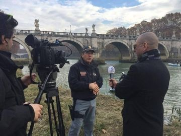 """Sabbagh s-a intors la Roma, dupa ce a schimbat legea in Italia! Acum centurionii interzisi ameninta cu sinuciderea! Un reportaj de exceptie, sambata la """"Sabbagh in actiune"""", de la 21.30, la Kanal D"""