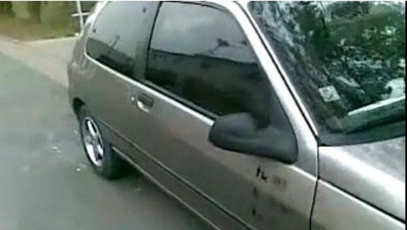 Ti-ai uitat cheile in masina si ai incuiat usa? Nicio problema, uite cum poti sa o deschizi in DOAR 10 secunde!