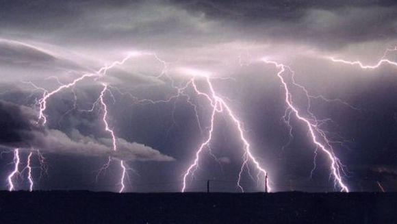 AVERTIZARE METEO: COD GALBEN de furtuni si ploi torentiale! Vezi ce zone sunt afectate