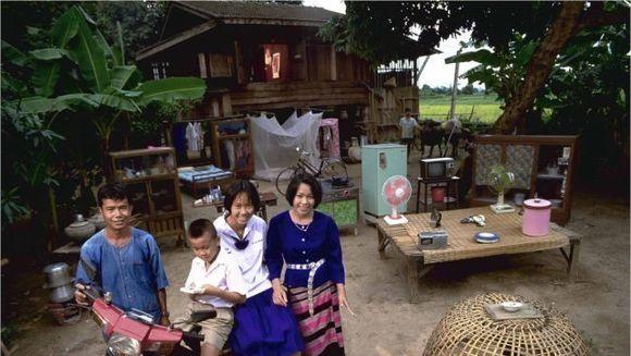 De la saracie la abundenta! Ce bunuri materiale detin familiile din diverse tari de pe glob - FOTO