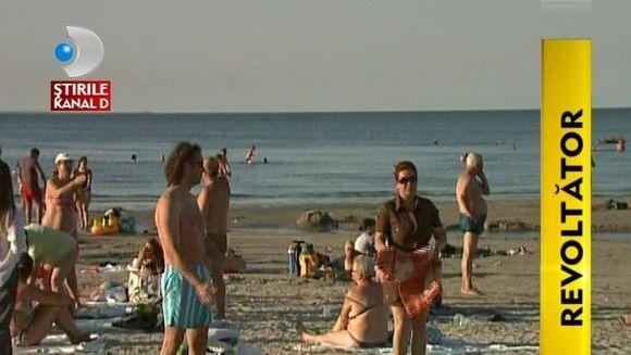 Romanul nu are leac! Tone de gunoaie lasa in urma lui pe plaja VIDEO