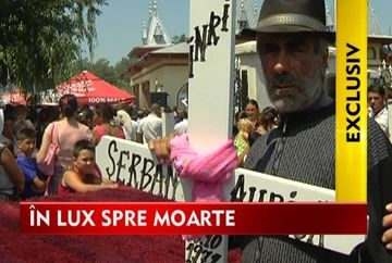 Teancuri de euro s-au azvarlit la inmormantarea lui Stefan Aurica VIDEO