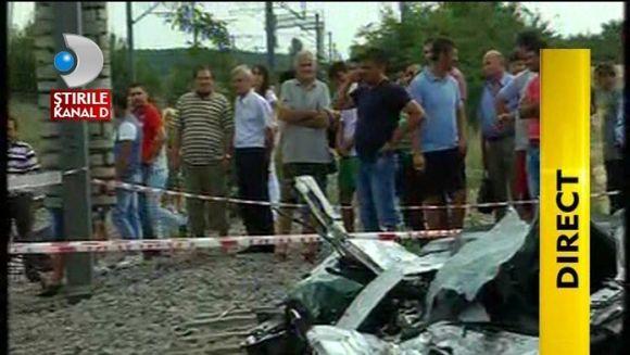 TRAGEDIE in Bucuresti: O persoana A MURIT dupa ce masina in care se afla a fost SPULBERATA de tren FOTO