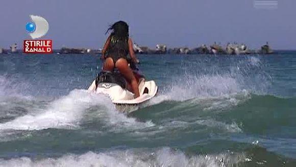 Adelina Pestritu a incercat SENZATII TARI la mare! Uite cum se da cu ski jet-ul VIDEO